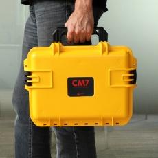 La fameuse petite valise jaune est pleine de ressources
